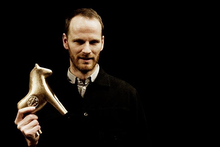 """Joachim Trier vann Bronshästen för bästa film, """"Oslo 31 augusti"""". Foto: Carla Orrego Veliz/SFF."""