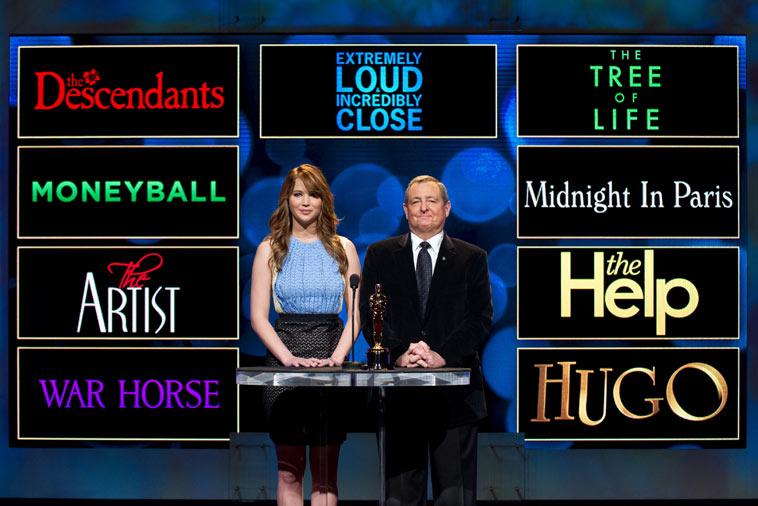 Skådespelerskan Jennifer Lawrence och Oscarakademins ordförande Tom Sherak presenterade de nominerade. Foto: Todd Wawrychuk/A.M.P.A.S.